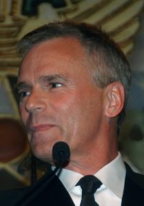 Richard Dean Anderson speaks after receiving a special award at the Annual Air Force Association Anniversary Dinner on the night of September 14, 2004.
